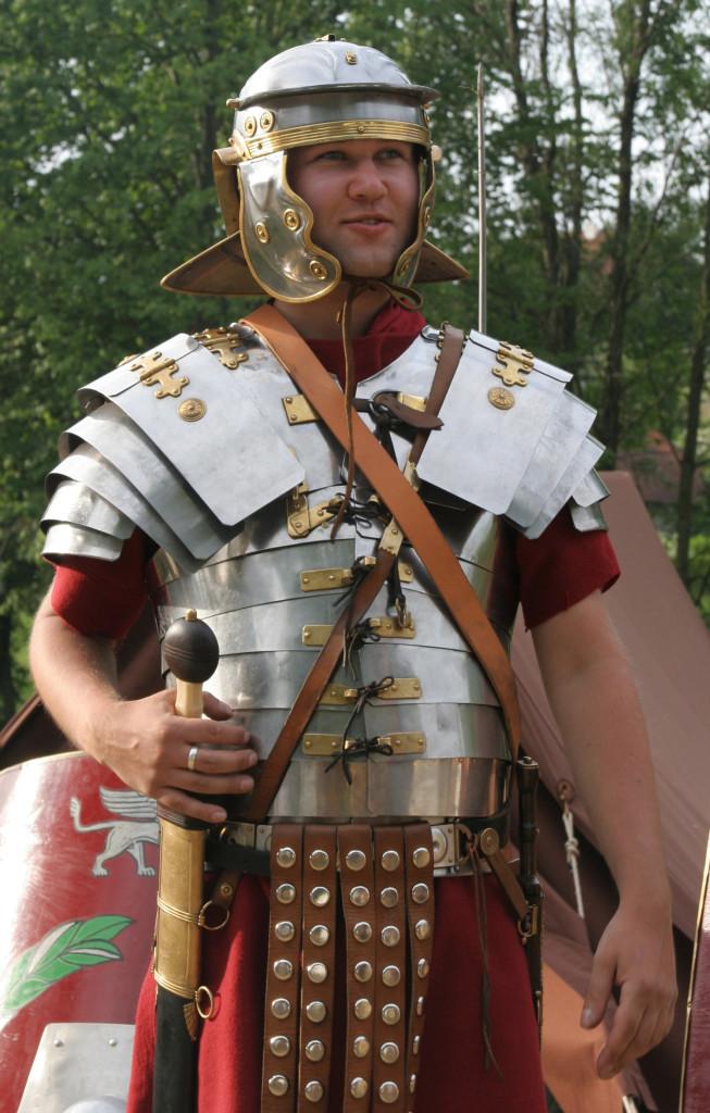 Roman_soldier_in_lorica_segmentata